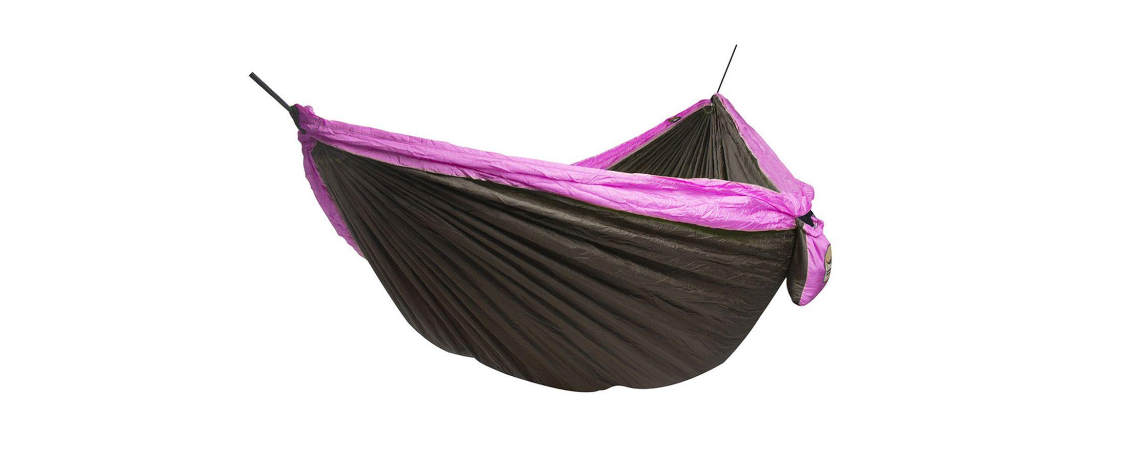 Двухместный гамак Voyager purple Модель 575Двухместный гамак Voyager purple Модель 575. Артикул С000099<br><br>Ширина см: 200<br>Глубина см: 300<br>Высота см: 1<br>Максимальная нагрузка : 180<br>Количество человек : 2<br>Цвет: Фиолетовый<br>Материал: Парашютный шелк