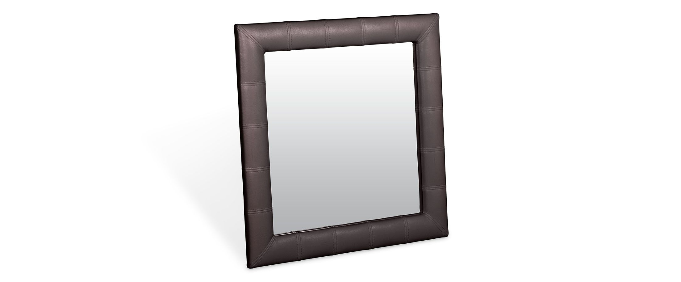 Зеркало Кааба квадратное кофеЗеркало навесное в спальню. Обивка из экокожи. Артикул: К000479<br><br>Ширина см: 86<br>Глубина см: 4<br>Высота см: 86<br>Цвет: Коричневый