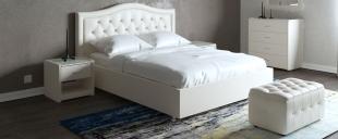 Кровать двуспальная Ротонда Модель 378Роскошная модель с изящной изогнутой спинкой. Утяжки средней глубины, декорируются пуговицами-жемчужинами. Толстые мягкие царги создают дополнительное ощущение уюта и комфорта.<br>